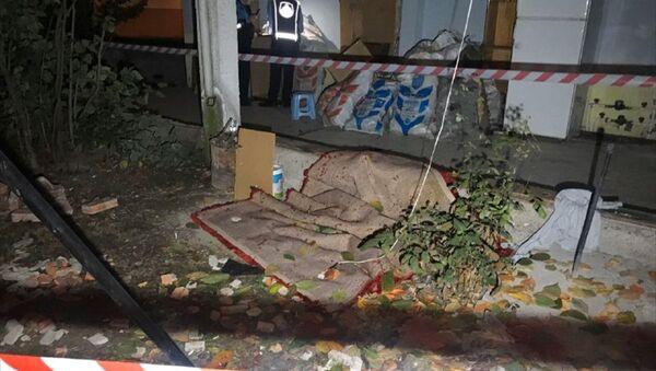 Halı silkelerken balkon duvarı yıkıldı: 2 yaralı - Sputnik Türkiye