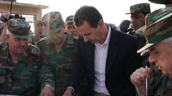 Esad İdlib'de Suriyeli askerlerle bir araya geldi - Sputnik Türkiye