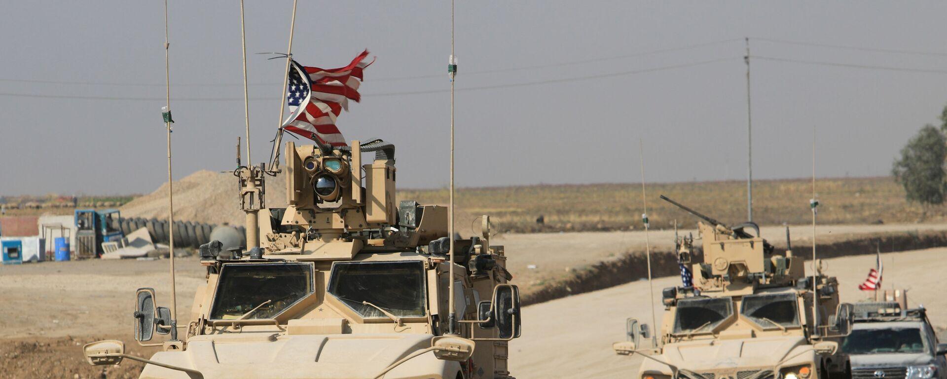 ABD askeri konvoyları, Suriye'den çıkıp Irak'a geçerken - Sputnik Türkiye, 1920, 03.09.2021