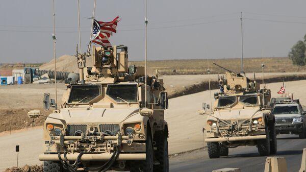 ABD askeri konvoyları, Suriye'den çıkıp Irak'a geçerken - Sputnik Türkiye