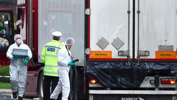 Essex'te 39 kişinin cesedi bulunduğu TIR - Sputnik Türkiye