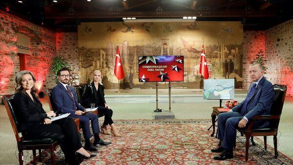 Türkiye Cumhurbaşkanı Recep Tayyip Erdoğan, TRT ortak yayınındaki Cumhurbaşkanı Özel programında gündeme ilişkin açıklamalarda bulundu. - Sputnik Türkiye