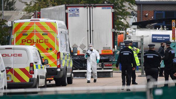 İngiltere'nin Essex bölgesinde bir TIR'da 39 kişinin cansız bedeni bulundu. - Sputnik Türkiye