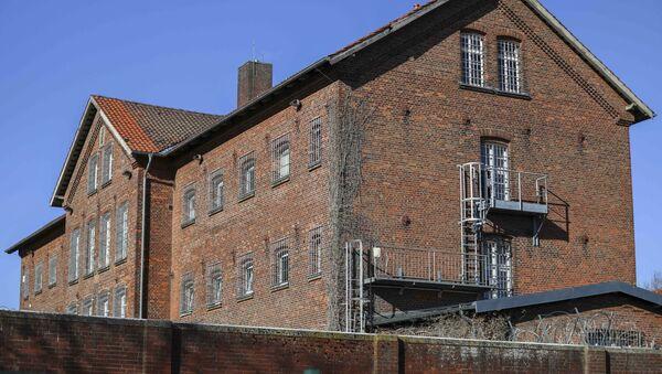 Almanya'nın kuzeybatısındaki Vechta kentinde 18 yaşındaki genç telefonda kendisinden ayrılan kız arkadaşının tutulduğu cezaevine girmeye çalıştı. - Sputnik Türkiye