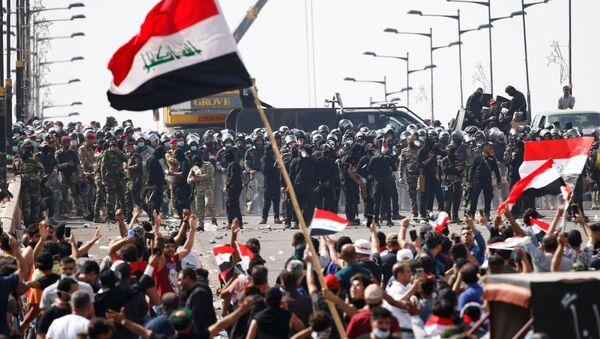 Irak başkenti Bağdat'ta protestocularla güvenlik güçleri karşı karşıya - Sputnik Türkiye