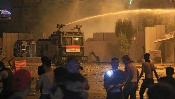 Irak'ta güvenlik güçlerinden protestoculara müdahale - Sputnik Türkiye