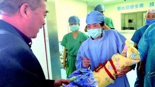Çin'de 67 yaşındaki kadın doğum yaptı - Sputnik Türkiye