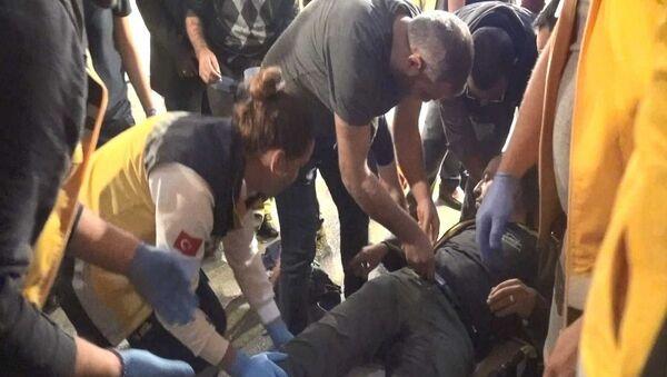 Bursa'da aldığı mandalinayı beğenmeyince çıkan tartışmada, pazarcılar Ömer Dönmez ve Nuri Mutlu'yu, tabancayla vurarak yaralayan emekli polis memuru Gürkan Erol, tahliye edildi. - Sputnik Türkiye