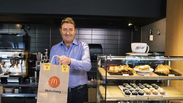 McDonald's CEO'su Steve Easterbrook, bir çalışanıyla ilişki yaşaması nedeniyle görevden alındı. - Sputnik Türkiye