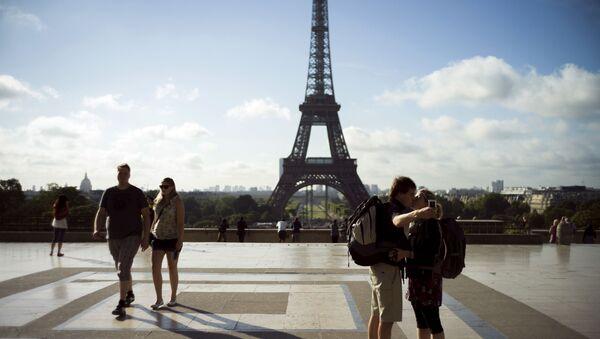 Paris Eyfel Kulesi-turist - Sputnik Türkiye