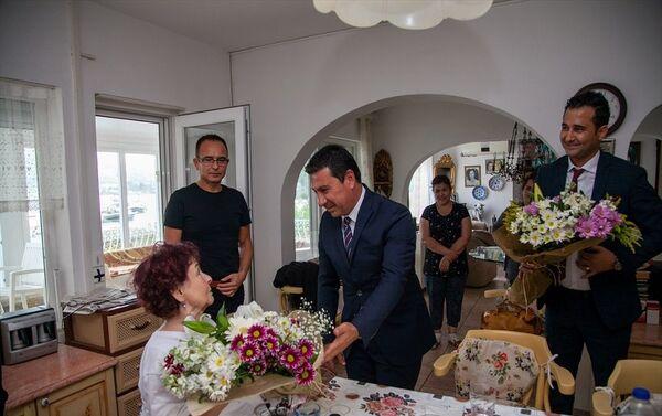 Ankara Şehir Hastanesinde fizik tedavi gören Yeşilçam'ın ünlü oyuncusu Fatma Girik, yaklaşık bir ay süren tedavisinin ardından döndüğü Muğla'nın Bodrum ilçesindeki evinde dinleniyor.  - Sputnik Türkiye