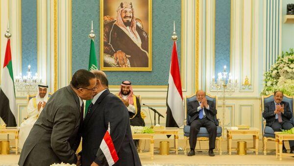 Yemen hükümeti ile Birleşik Arap Emirlikleri'nin (BAE) desteklediği ayrılıkçı Güney Geçiş Konseyi arasındaki krizi sona erdirmesibeklenenRiyadAnlaşması imzalandı. - Sputnik Türkiye