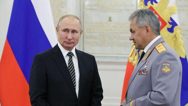 Rusya Savunma Bakanı Sergey Şoygu ve Rusya Devlet Başkanı Vladimir Putin - Sputnik Türkiye