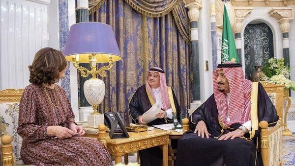 Suudi Arabistan Kralı Selman bin Abdulaziz, ABD Merkezi İstihbarat Teşkilatı (CIA) Başkanı Gina Haspel'i Riyad'da kabul etti. - Sputnik Türkiye