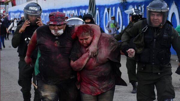 Bolivya'da Vinto Belediye Patricia Arce Guzman, kaçırılıp türlü eziyetten geçirildikten sonra polise 'teslim edildi'. - Sputnik Türkiye