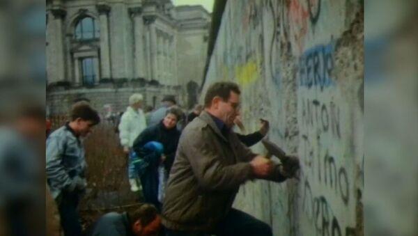 Soğuk Savaş'ın sembolü Berlin Duvarı'nın yıkılışının 30. yıldönümü - Sputnik Türkiye