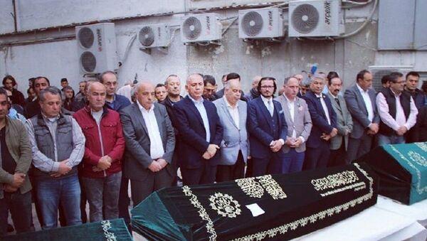 Fatih'te ölü bulunan 4 kardeşin cenazesi - Sputnik Türkiye