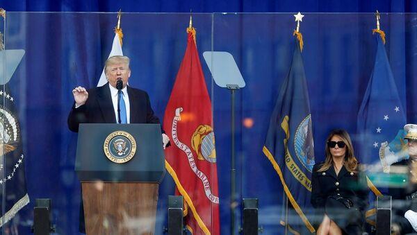ABD Başkanı Donald Trump, Gaziler Günü nedeniyle New York'ta düzenlenen anma törenine katıldı. - Sputnik Türkiye