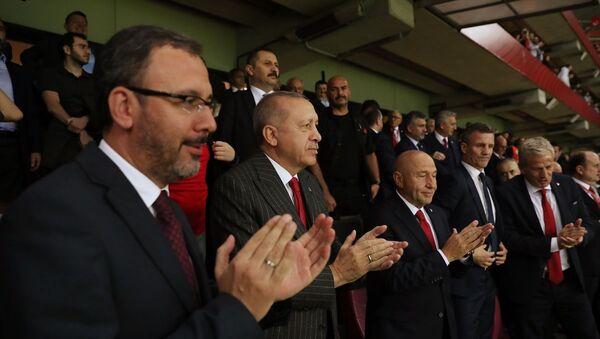 Cumhurbaşkanı Recep Tayyip Erdoğan Türk Telekom Stadı'na A Milli Futbol Takımı'nın 2020 Avrupa Şampiyonası Elemeleri'nde İzlanda ile yaptığı maçı izledi.  - Sputnik Türkiye