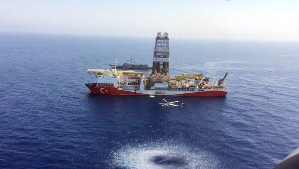 Türkiye'nin Kıbrıs açıklarındaki sondaj gemisi Fatih - Sputnik Türkiye