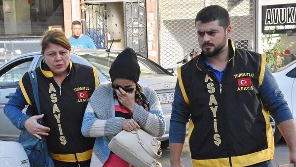 Manisa'nın Turgutlu ilçesinde, doğurduğu bebeği sokağa bırakarak ölümüne neden olduğu suçlamasıyla gözaltına alınan kadın tutuklandı. - Sputnik Türkiye
