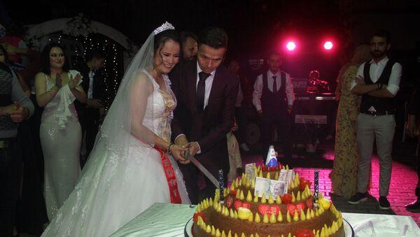Düğünde pasta yerine çiğ köfte kestiler - Sputnik Türkiye