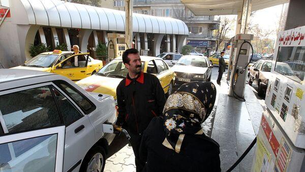 İran'da bir benzin istasyonu - Sputnik Türkiye