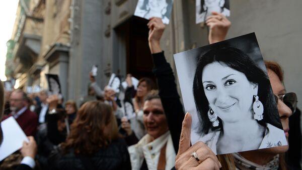 Malta'da, Panama Belgeleri'ni haberleştiren ve hükümeti yolsuzlukla suçlayan gazeteci Daphne Caruana Galizia suikast sonucu öldürüldü. - Sputnik Türkiye
