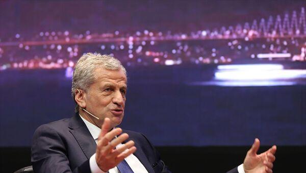 UEFA Yönetim Kurulu Üyesi ve Türkiye Futbol Federasyonu (TFF) 1. Başkan Vekili Servet Yardımcı, Sabah gazetesi tarafından Borsa İstanbul Yerleşkesi'nde düzenlenen Uluslararası Futbol Ekonomisi Forumu'na katılarak 2020 UEFA Şampiyonlar Ligi Finali Ev Sahibi İstanbul başlıklı oturumda konuşma yaptı. - Sputnik Türkiye