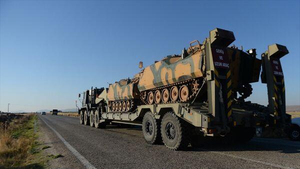 Türk Silahlı Kuvvetleri tarafından Suriye sınırındaki askeri birliklere paletli zırhlı muharebe aracı takviyesi yapıldı. - Sputnik Türkiye