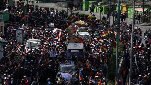 Bolivya'da cenaze törenine müdahale - Sputnik Türkiye