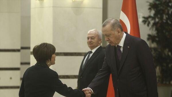 Türkiye Cumhurbaşkanı Recep Tayyip Erdoğan, Ekvator Cumhuriyeti'nin Ankara Büyükelçisi Puma'yı kabul etti. - Sputnik Türkiye