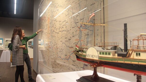 """İstanbul'daki Macar Kültür Merkezi ile Macar Teknik ve Ulaşım Müzesi tarafından düzenlenen sempozyumda, buharlı gemilerin 19. yüzyılda İstanbul ile Budapeşte arasındaki seyahatleri ele alındı. Sempozyum kapsamında ayrıca """"Doğu'ya Açılmak"""" adlı sergi açıldı. - Sputnik Türkiye"""