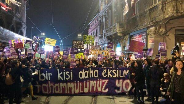 Kadınlar'dan 25 Kasım yürüyüşü: Bir kişi daha eksilmeye tahammülümüz yok - Sputnik Türkiye