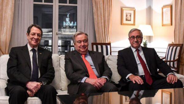 Mustafa Akıncı, Birleşmiş Milletler (BM) Genel Sekreteri Guterres ve Nikos Anastasiadis - Sputnik Türkiye