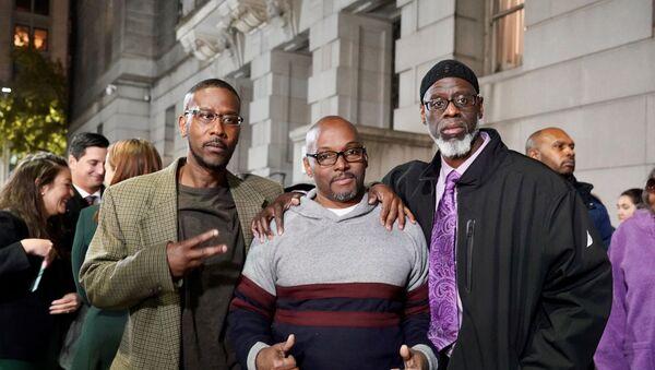 ABD'li Alfred Chesnut, Andrew Stewart ve Ransom Watkins, işlemedikleri bir cinayet yüzünden cezaevinden geçirdikleri 36 yılın ardından özgürlüklerine kavuştu. - Sputnik Türkiye