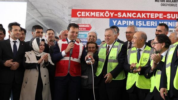 Sancaktepe'de düzenlenen törenle TBM (Tunnel Boring Machine) makinası, İstanbul Büyükşehir Belediye (İBB) Başkanı Ekrem İmamoğlu'nun katılımıyla, Sancaktepe İstasyonu şantiye alanına indirildi. - Sputnik Türkiye