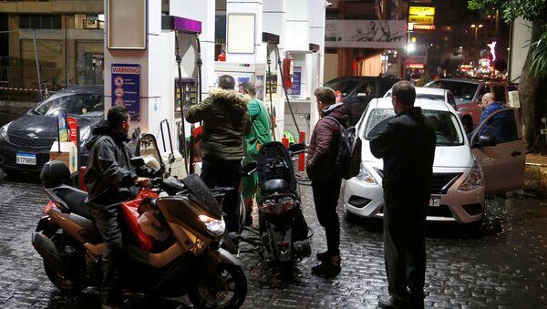 Lübnan'da yakıt istasyonları greve gidiyor: Vatandaşlar istasyonlara akın etti - Sputnik Türkiye