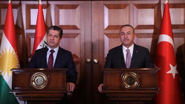 Dışişleri Bakanı Mevlüt Çavuşoğlu (fotoğrafta) ile IKBY Başbakanı Mesrur Barzani, Dışişleri Resmi Konutu'ndaki görüşmelerinin ardından ortak basın toplantısı düzenledi. - Sputnik Türkiye