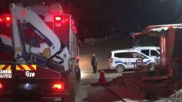 Başakşehir metro şantiyesinde meydana gelen toprak kaymasında, 1 işçi hayatını kaybetti. - Sputnik Türkiye