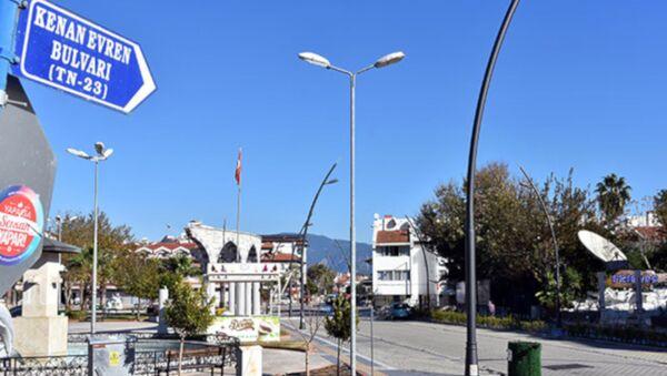 Marmaris'teki Kenan Evren Bulvarı'nın adı 'Bülent Ecevit Bulvarı' olarak değiştirildi - Sputnik Türkiye