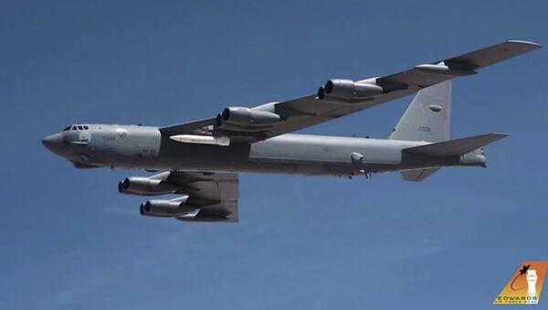 Первый полет B-52 Stratofortress, оснащенного прототипом гиперзвуковой ракеты AGM-183A - Sputnik Türkiye