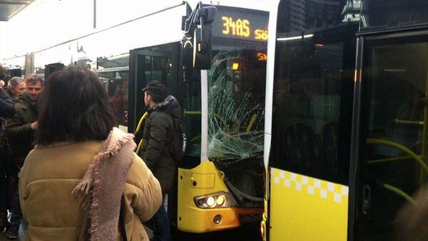 Fikirtepe'de metrobüs kazası - Sputnik Türkiye