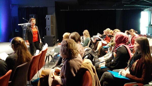 İstanbul'da Rusça öğretmenler için mesleki gelişim kursları başladı - Sputnik Türkiye