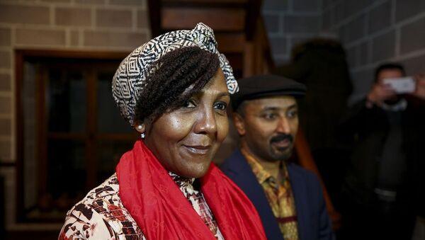 """Güney Afrika'nın ilk demokratik seçilmiş devlet başkanı Nelson Mandela'nın torunu Ndileka Mandela, Yunus Emre Enstitüsü'nün (YEE) katkılarıyla Hamamönü Afrika Evi'nde """"Mandela'nın Mirası"""" başlığıyla seminer verdi. - Sputnik Türkiye"""