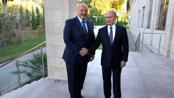 Rusya lideri Vladimir Putin ve Belaruslu mevkidaşı Aleksandr Lukaşenko - Sputnik Türkiye
