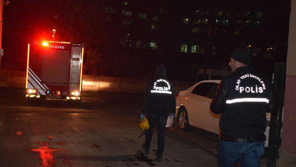 Vagonların üstünden atlayan genç yüksek gerilim hattına kapılarak öldü - Sputnik Türkiye