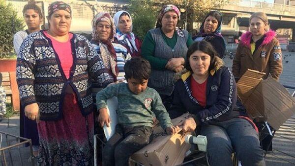 Geçimlerini karton toplayarak sağlayan vatandaşlar - Sputnik Türkiye