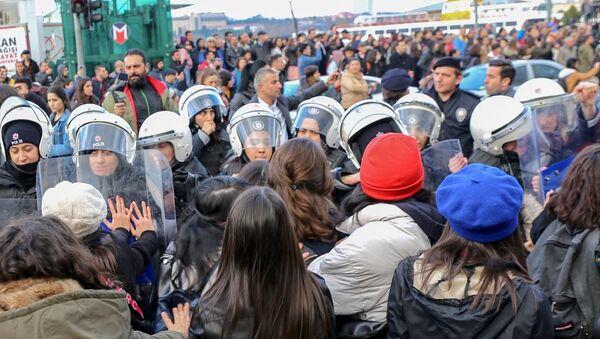 İstanbul'da LasTesis eylemi, gözaltına alınan kadınlar - Sputnik Türkiye