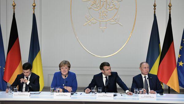Paris'te dün düzenlenen Donbass konulu 'Normandiya Dörtlüsü' zirvesinde Rusya, Ukrayna, Fransa ve Almanya liderleri: Putin - Macron - Merkel - Zelenskiy  - Sputnik Türkiye